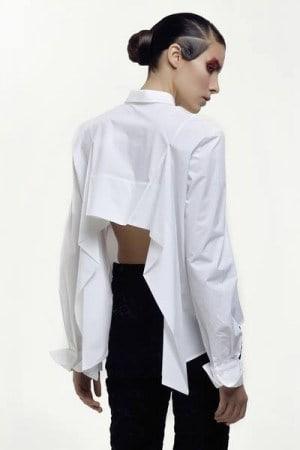 Sėkmės jaukintoja baltais marškiniais